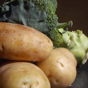 Broccoli-aardappelsoep met sriracha+