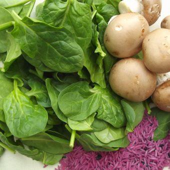 Champignons in mosterdsaus met spinazierijst