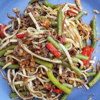 Oosterse groenten met rundergehakt