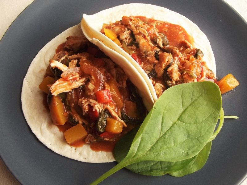 pulled chicken taco's met perzik-barbecuesaus