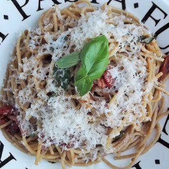 Spaghetti met gedroogde tomaatjes en balsamico