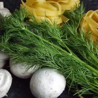 Tagliatelle met gerookte zalm en champignons