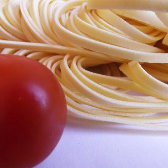 Taglierini met zalm en tomaat