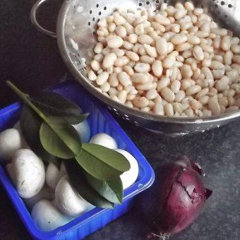 Witte bonen met ontbijtspek en ahornsiroop