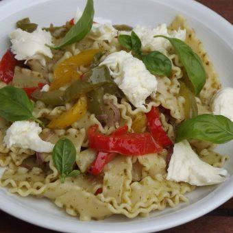 Pasta met paprika en pesto