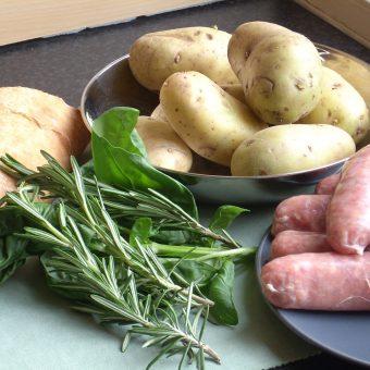 italiaanse-worstjes-met-rozemarijn-en-aardappelen_2