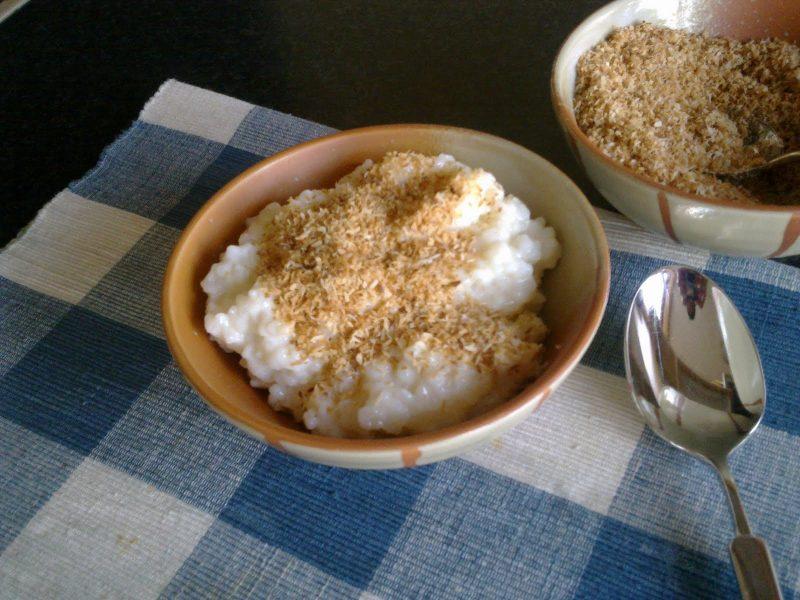 melkrijst met specerijen en geroosterde kokos