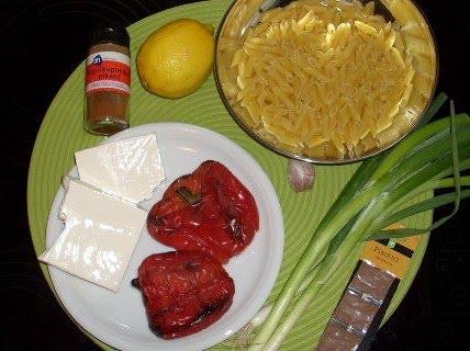 salade van mini-penne met geroosterde paprika