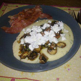 snelle-polenta-met-paddenstoelen-en-geitenkaas_2