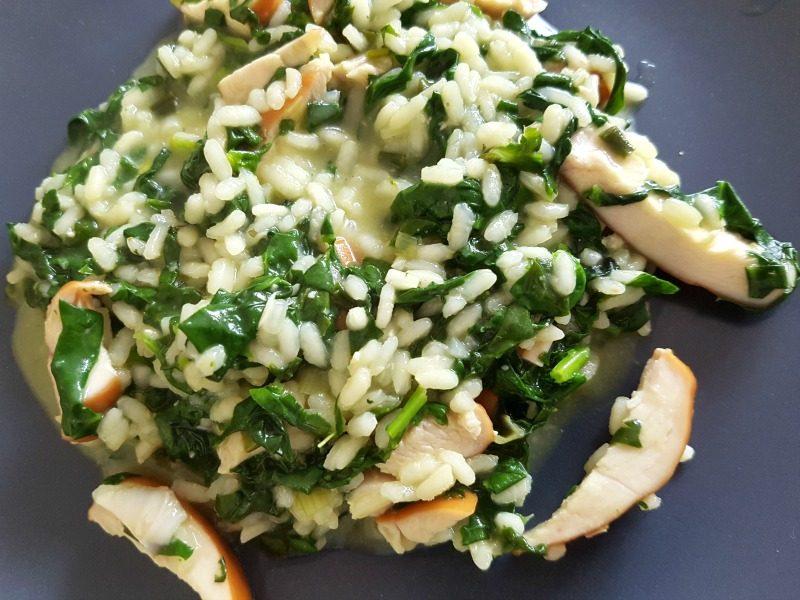 Risotto met wilde spinazie en gerookte kip