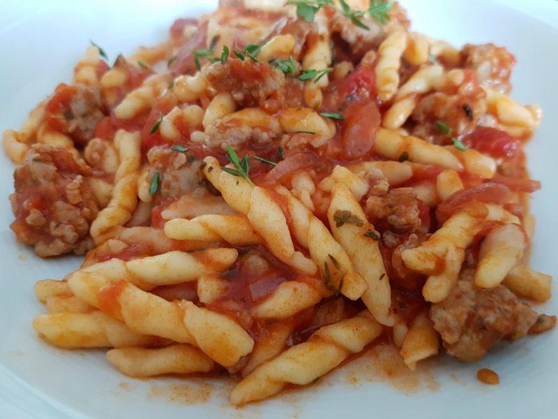 Supersimpele pasta met salsiccia en tomatensaus